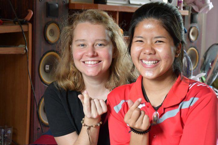 Une volontaire bambou et une filleule Thaï Enfants du Mékong ©Enfants du Mékong