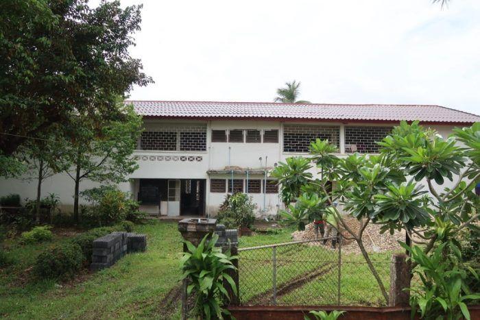 Le foyer avec son nouveau toit