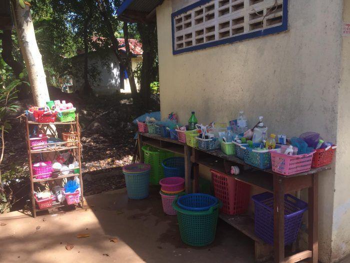 Nécessaire de toilette des filles au foyer Suong Sophoeuth  ©Hélène de G.