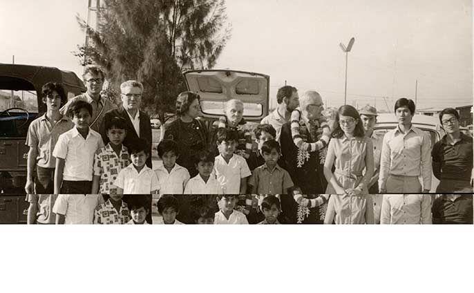 Rene Péchard avec des délégués de la Manche à Vientiane