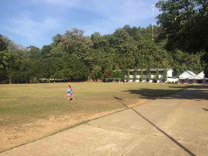 Terrain de foot de l'école ©Enfants du Mékong