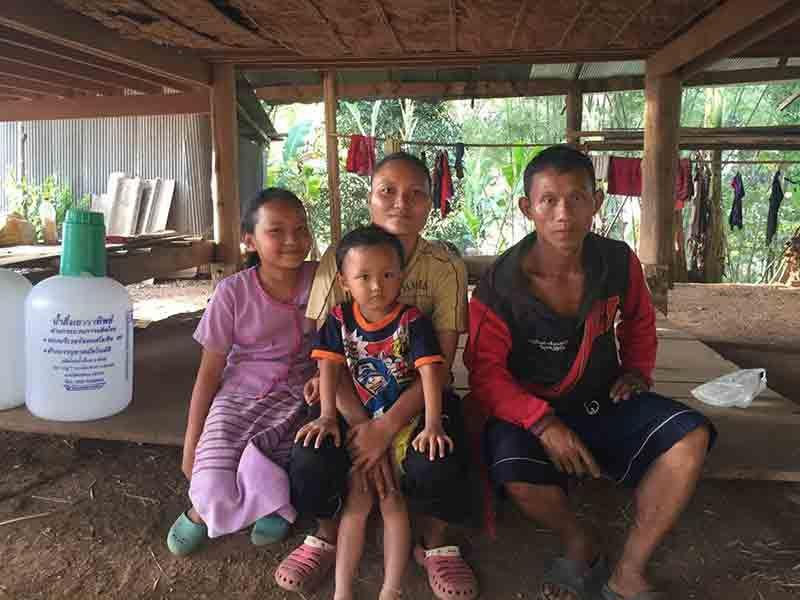 Une famille karen ©Enfants du Mékong