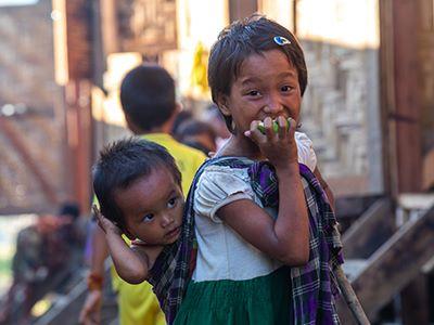 Enfants birmans dans un camp de réfugiés ©Antoine Besson
