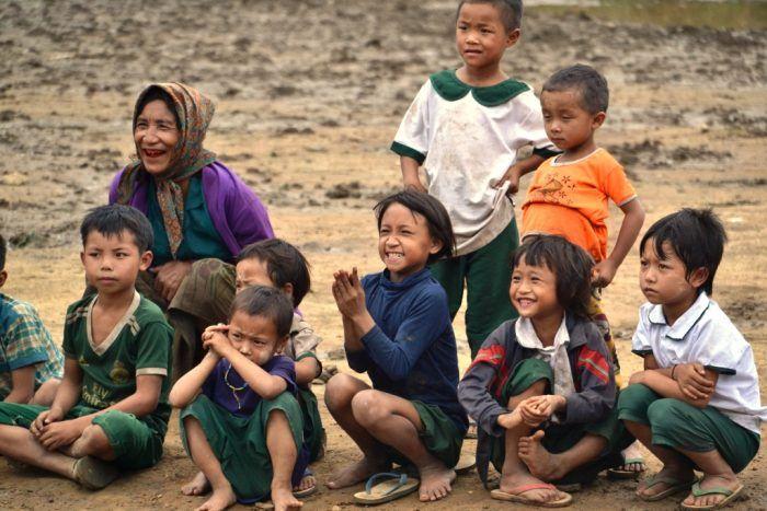 Les enfants de Sisong voient leur nouvelle école ! ©Enfants du Mékong