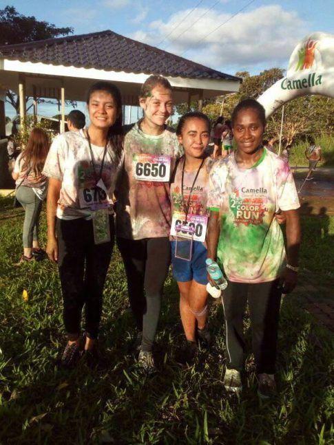 Marjolaine et les filleules du programme d'Ormoc au Color Run ! Réveil à 4h pour courir 5km, belle motivation et on garde le sourire :)