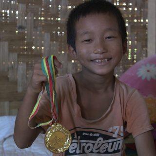 Muy Lat Awng, petit garçon birman souriant