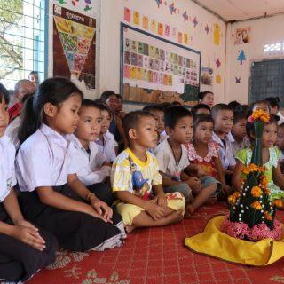 Laos Nasavanh enfants prières L-2415 Construction d'une nouvelle école pour les enfants de Nasavanh