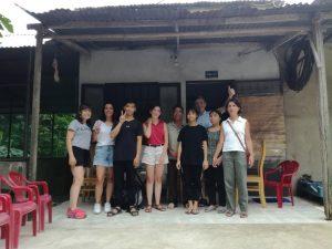 Cécile et sa famille ainsi que la famille de leur filleul, Tuong Anh