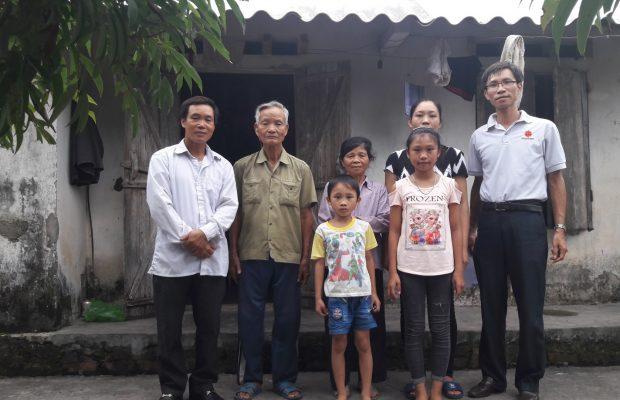 Mr Huy rend visite à une famille