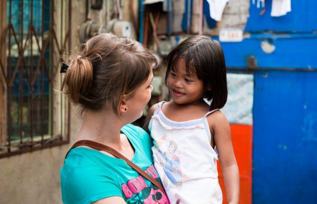 une volontaire Bambou et une filleule ©Antoine Besson