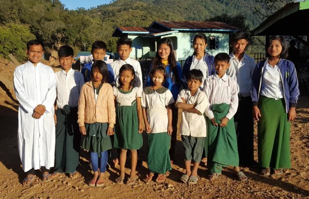 Un générateur et des meubles pour les élèves de Madu en Birmanie