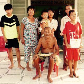 Famille d'un filleul vietnamien ©Laurène de Finance