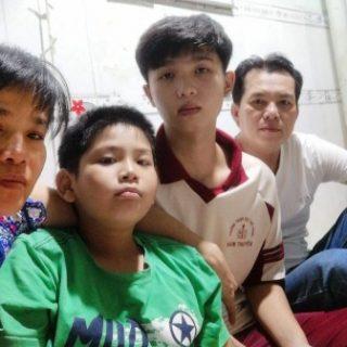 Hai Dang avec ses parents, sa sœur et son petit frère