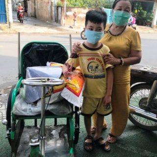 Nguyen Le Hai Dang avec sa grand-mère