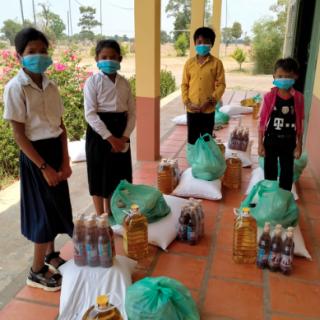 Distributions alimentaires au Centre de Samrong