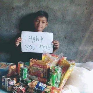 Distributions de nourriture aux familles des Philippines