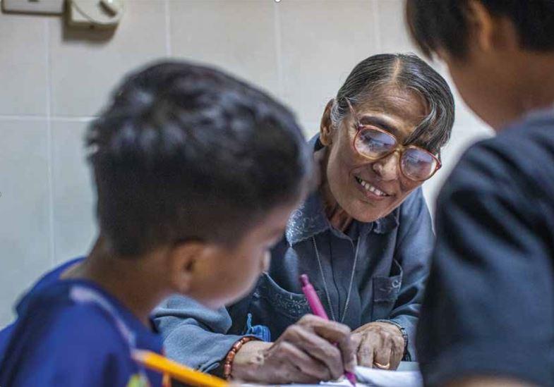 """Dans son Centre """"Fontaine de Vie"""", soeur Michelle éduque les enfants, les protège et mène des campagnes de prévention contre les trafics d'êtres humains ©Antoine Besson"""