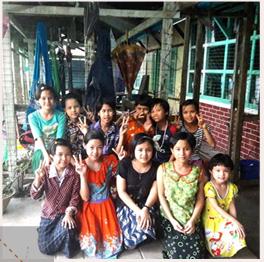 Les enfants du foyer d'Hinthada heureux d'avoir une nouvelle salle de classe !