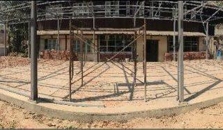 les salles de classe sont prêtes à être construites
