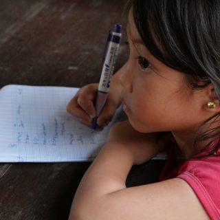 Cours d'anglais pour les élèves de de Khouthineung et de Thinsom au Laos
