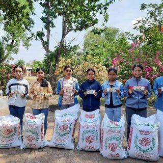 Les jeunes de Sisophon ont reçu du riz