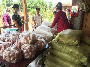 Distribution de nourriture en Birmanie - Covid