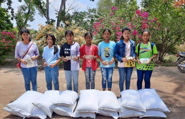 Les jeunes de Sisophon reçoivent de l'aide après la pandémie du Covid