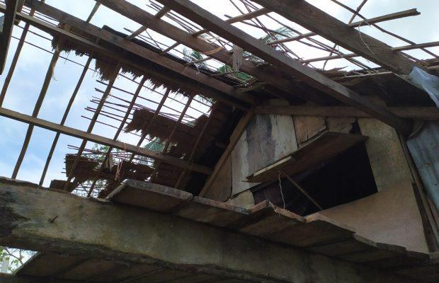 Dégâts dans une maison causés par le typhon Kam