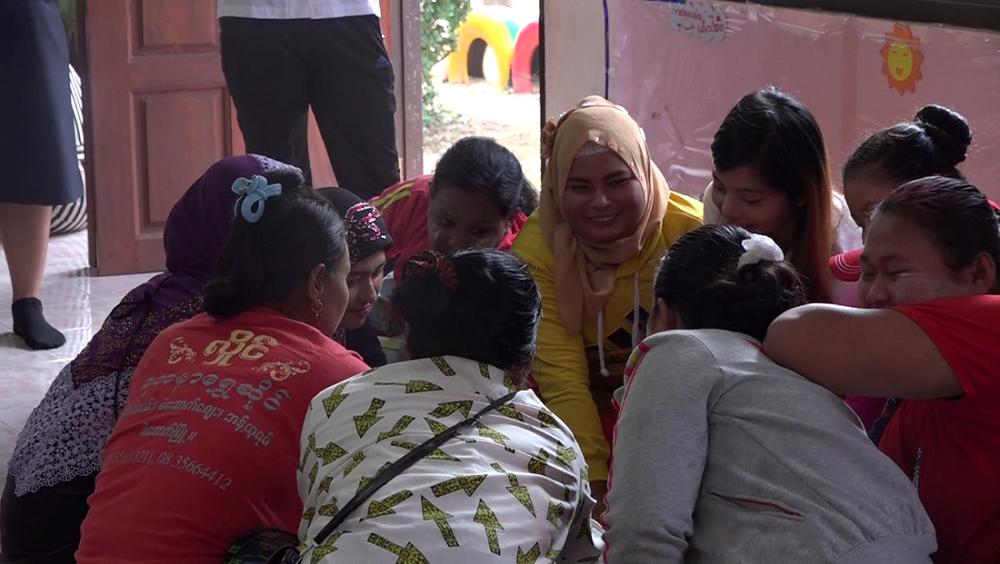 Groupe de femme en Thaîlande réfléchissant sur les violences domestiques