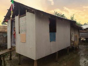 Reconstruction d'une maison par Enfants du Mékong