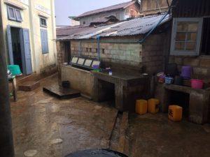 Construction d'une salle de bain pour les filles du foyer de Lashio