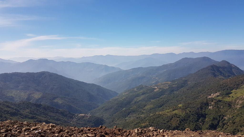 Montagnes Chin sur une zone transfrontalière de la Birmanie