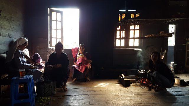 Scène de vie Chin, une ethnie de Birmanie
