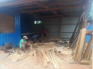 Un générateur et des meubles pour les élèves de Madu