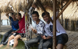 Les étudiants de première année en sortie à l'île de la soie à une dizaine de kms du centre ..