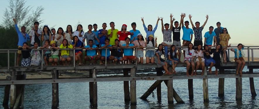 Les étudiants de quatrième année lors de leur traditionnel voyage de désintégration.
