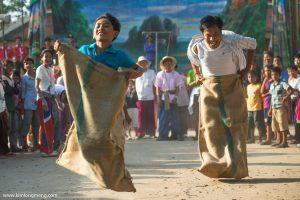La traditionnelle course en sac du nouvel an khmer