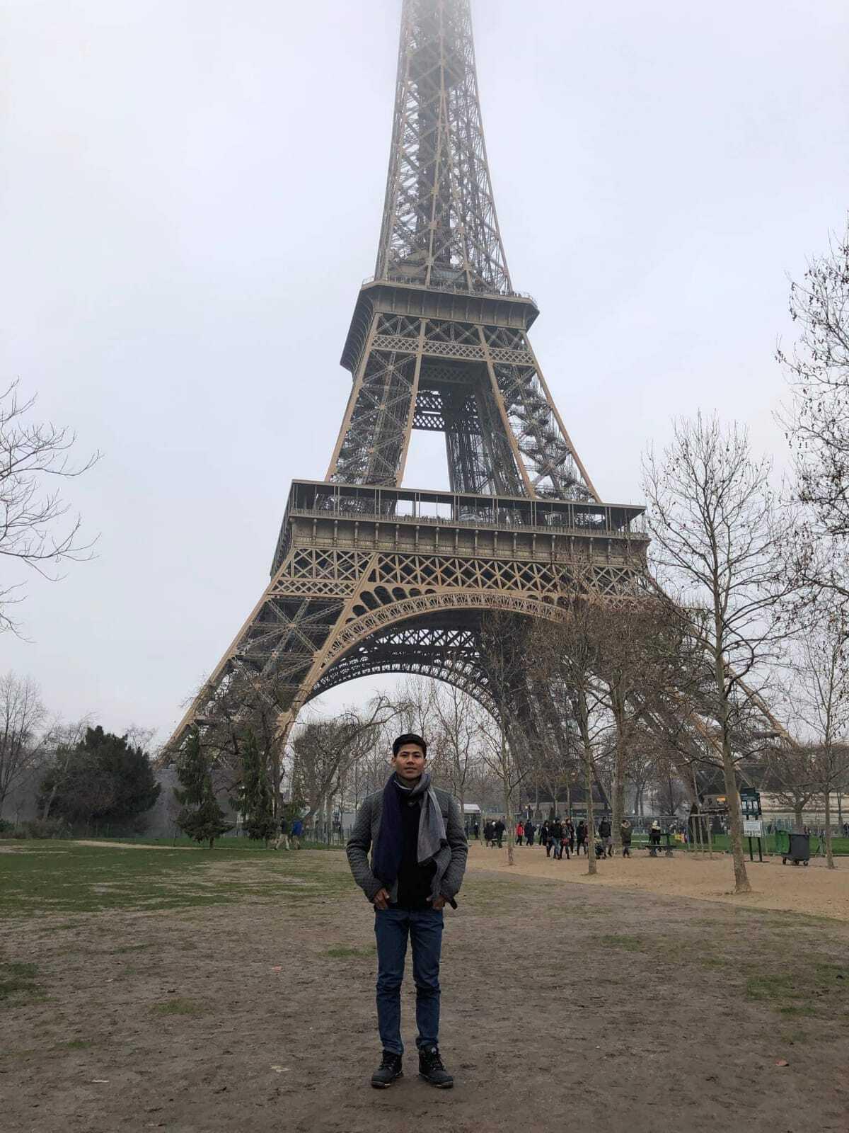 Borann devant la grande dame de fer parisienne