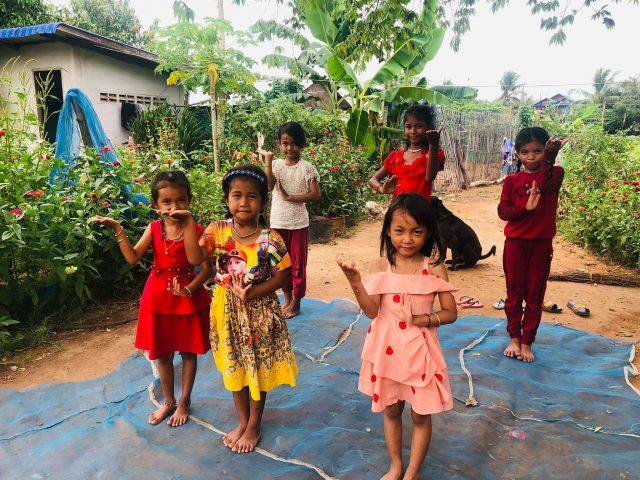 Cours de danse à l'association de Sreymao au Cambodge