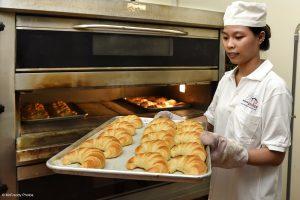 Production de croissants à la Maison Chance au Vienam