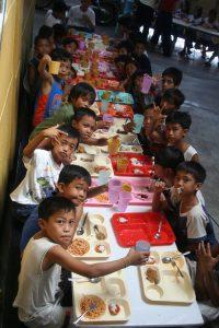 L'écho des enfants, ce sont des rires, des assiettes avalées goulument, des problèmes résolus !