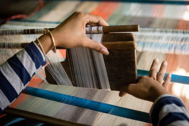 Métier à tisser la soie au Cambodge