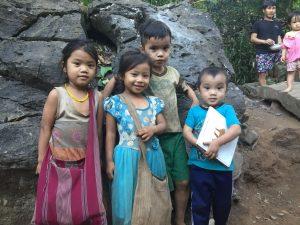Enfants karens dans le camp de Mae La Oon
