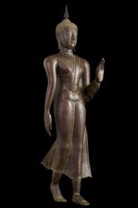 La posture la moins courante dans les représentations du Bouddha est l'attitude de la marche. Elle est plus souvent représentée en Thaïlande.