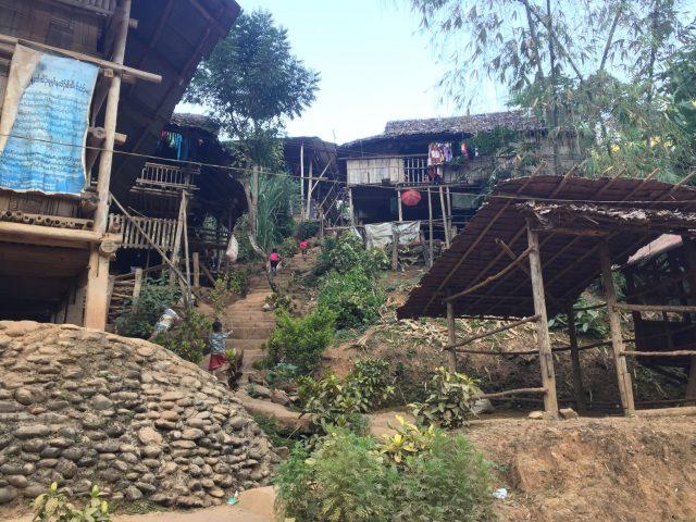 Les habitations sont sommaires dans le camps de Mae La Oon.